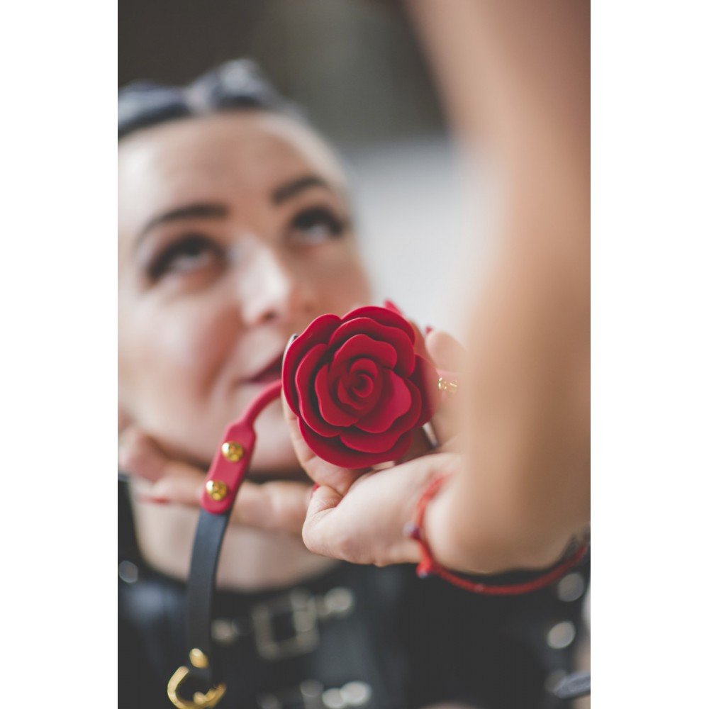 Кляп роза из силикона и итальянской кожи Rose Ball Gag UPKO красный (38294), фото 8 — секс шоп Украина, NO TABOO