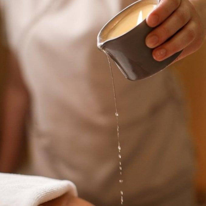 Фото 4 - массажное масло льющееся из свечи