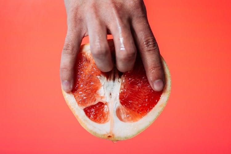 Фото 2 - эротичное фото грейпфрута