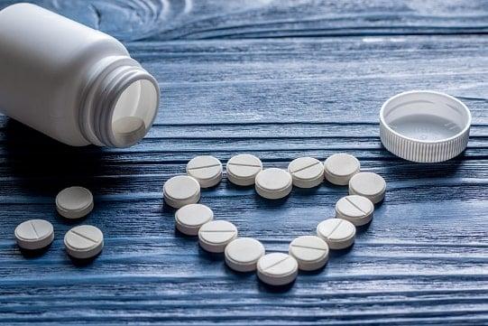 Фото 2 - Таблетки для потенции выложены в форме сердца
