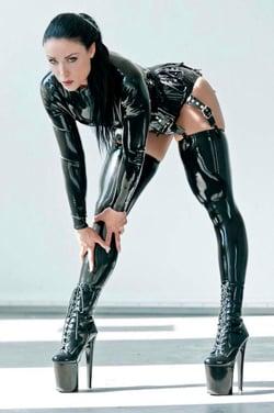 Фото 1 - Девушка в латексном костюме и чулках