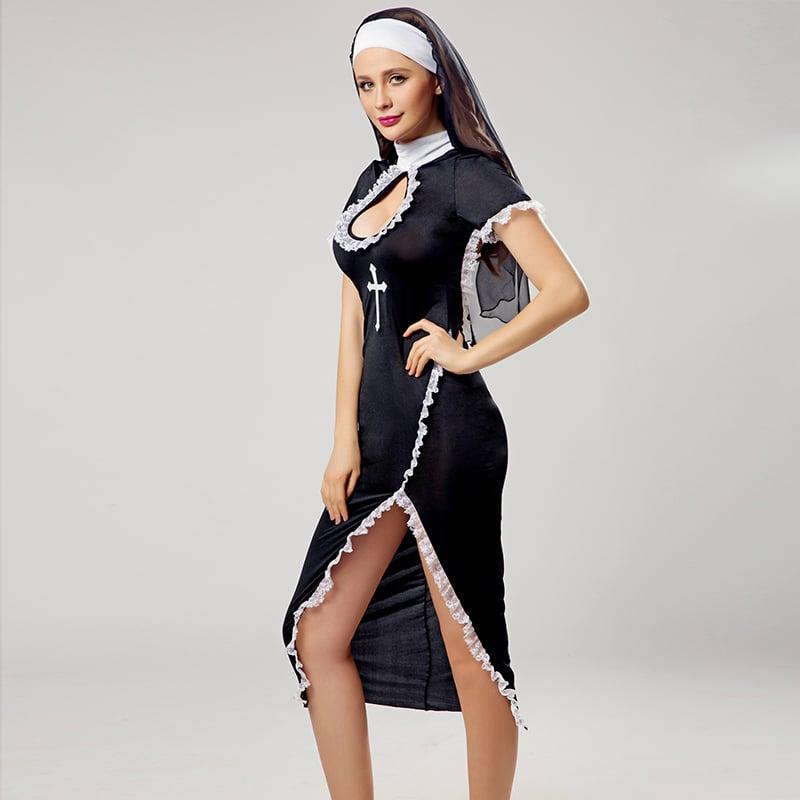 Фото 2 - Девушка в ролевом костюме монашки