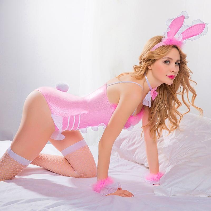 Фото 1 - Девушка в сексуальном костюме зайки