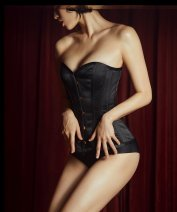 Фото 1 - Девушка в черном корсете