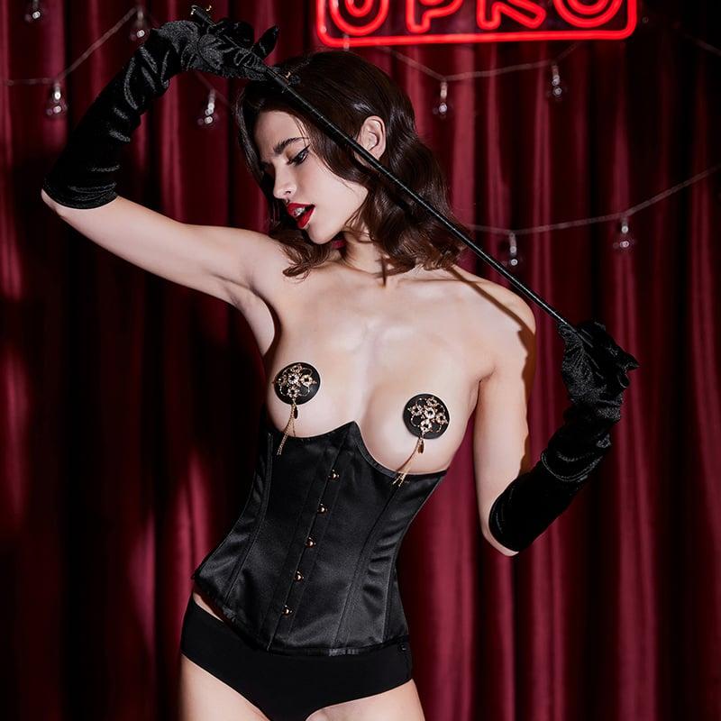 Фото 2 - Девушка в черном корсете под грудь